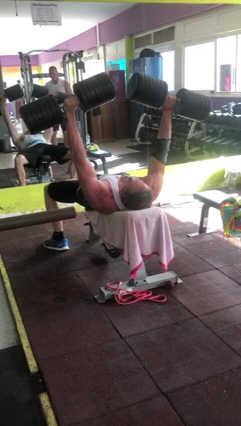 colin macgregor chest press on incline bench 120lbs